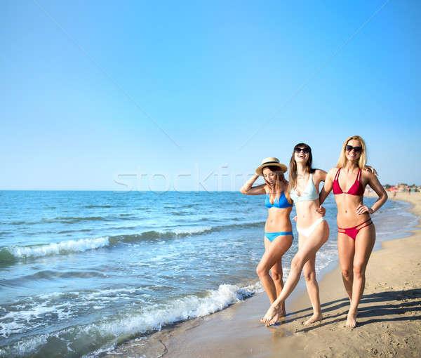 Сток-фото: группа · счастливым · друзей · океана · пляж