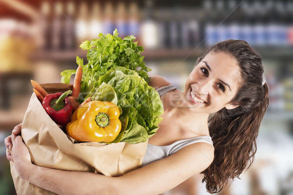 Bio Shopping fille super marché souriant Photo stock © alphaspirit
