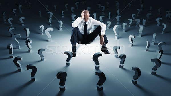 Empresário muitos pontos de interrogação falha problema preocupado Foto stock © alphaspirit