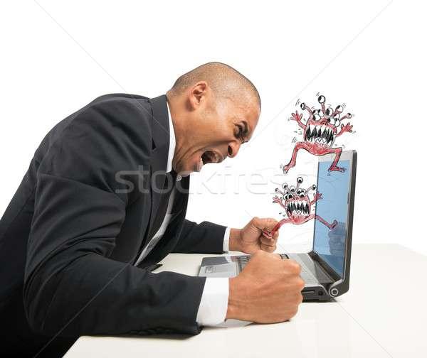 Computer zakenman werknemer software gebroken woede Stockfoto © alphaspirit