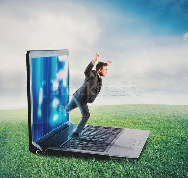 Teknoloji bağımlılık işadamı yaprakları ekran bilgisayar Stok fotoğraf © alphaspirit