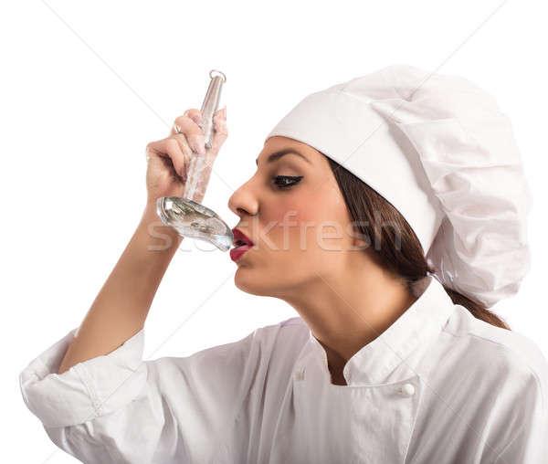 повар дегустация блюдо женщину продовольствие Кука Сток-фото © alphaspirit