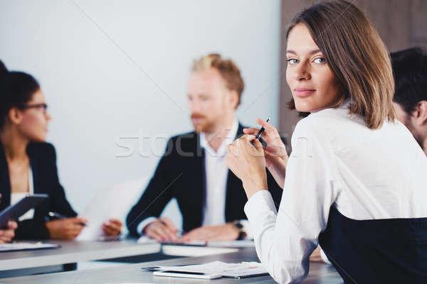 Imprenditrice incontro di lavoro ufficio donna sorriso stanza Foto d'archivio © alphaspirit