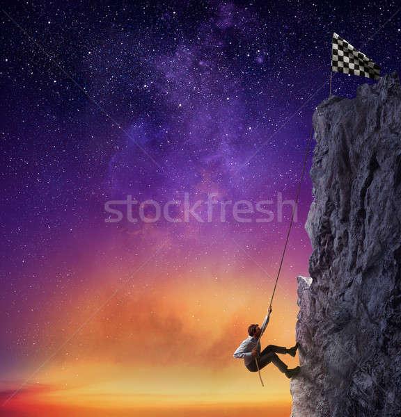 Biznesmen wznoszenia górskich banderą osiągnięcie działalności Zdjęcia stock © alphaspirit