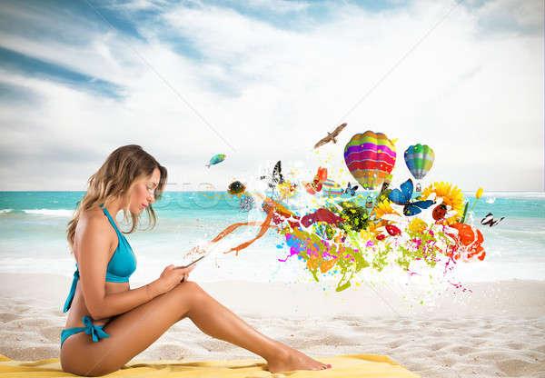 Dziewczyna komórka twórczej wiadomość plaży Zdjęcia stock © alphaspirit