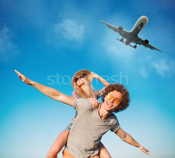 счастливым улыбаясь пары играет пляж самолета Сток-фото © alphaspirit