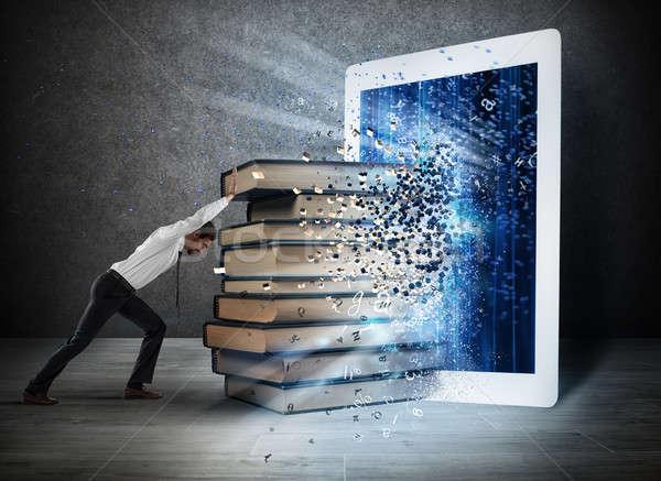 Lezing boeken ebook scherm boek Stockfoto © alphaspirit