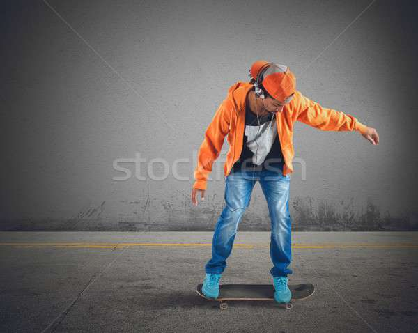 Skater ragazzo musica strada urbana teen Foto d'archivio © alphaspirit
