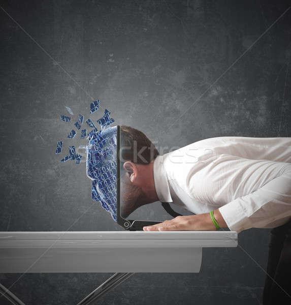 думать цифровой бизнесмен Мир компьютер лице Сток-фото © alphaspirit