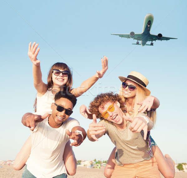 幸せ 笑みを浮かべて カップル 演奏 ビーチ 航空機 ストックフォト © alphaspirit