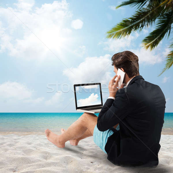 ждет отпуск человека пляж говорить сотовых Сток-фото © alphaspirit