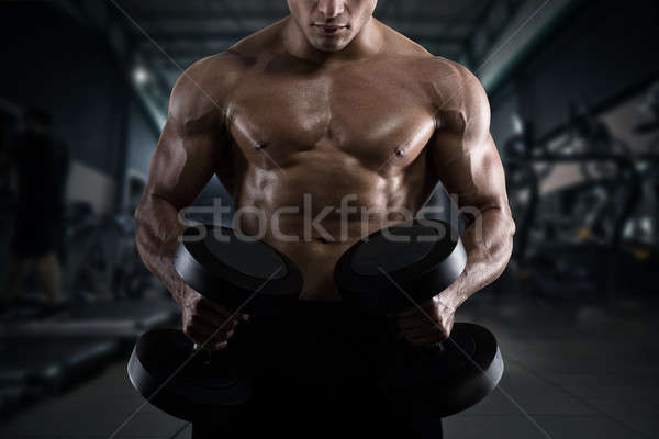 Athlétique homme formation biceps gymnase musculaire Photo stock © alphaspirit