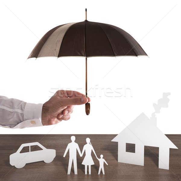 Familia papel cubierto paraguas negocios Foto stock © alphaspirit
