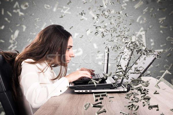 Internet réseau social dépendance ordinateur femme ordinateur femme Photo stock © alphaspirit