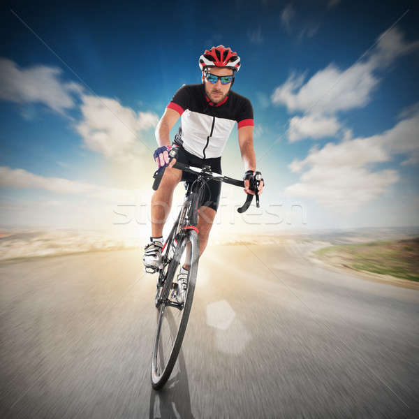 Cycliste route casque ciel sport nature Photo stock © alphaspirit