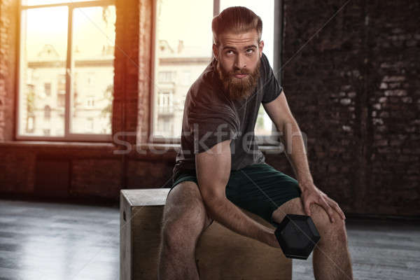Athlétique homme formation biceps gymnase fitness Photo stock © alphaspirit