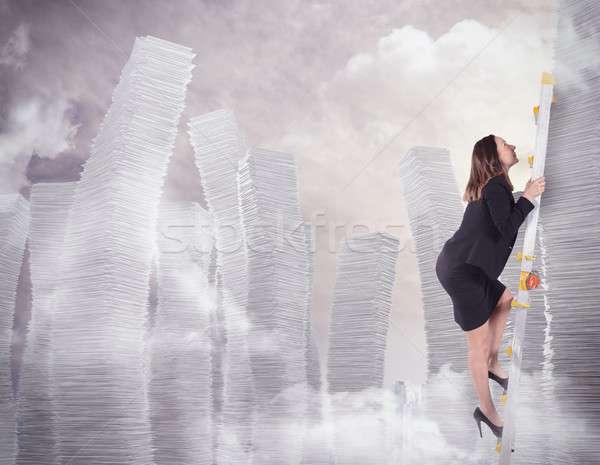 Montée bureaucratie femme d'affaires échelle femme bureau Photo stock © alphaspirit