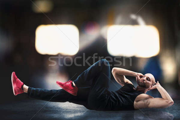 Abdominal homem exercício muscular treinamento ginásio Foto stock © alphaspirit