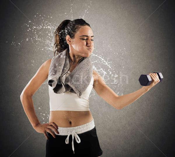 Izzadság tornaterem nő súlyzó súly izzadás Stock fotó © alphaspirit