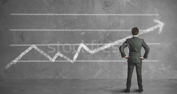 Zakenman bedrijf trend naar muur man Stockfoto © alphaspirit