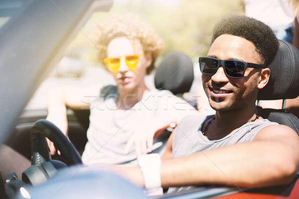 Młodych znajomych kabriolet samochodu gotowy wakacje Zdjęcia stock © alphaspirit