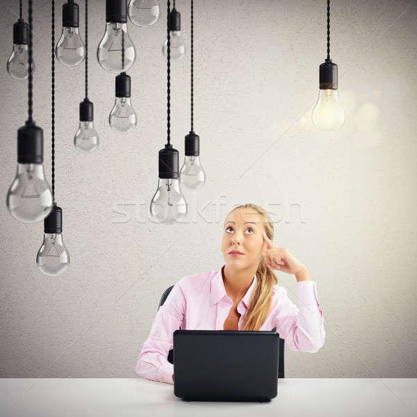 Business briljant idee vrouw laptop gloeilamp Stockfoto © alphaspirit