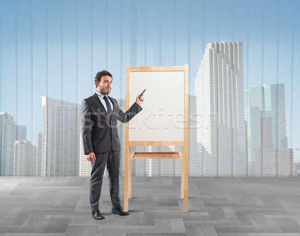 Zakenman werken plan hemel stad werknemer Stockfoto © alphaspirit