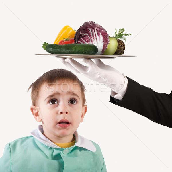 Etetés gyermek fiú külső tányér zöldségek Stock fotó © alphaspirit