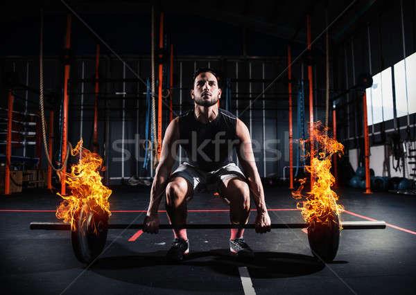 Hombre fuera gimnasio ardiente barra con pesas Foto stock © alphaspirit