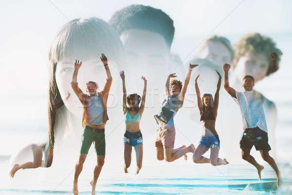 Gelukkig glimlachend vrienden springen strand verdubbelen Stockfoto © alphaspirit