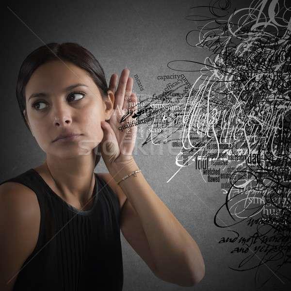 Nieuws wanorde verward vrouw luisteren woorden Stockfoto © alphaspirit