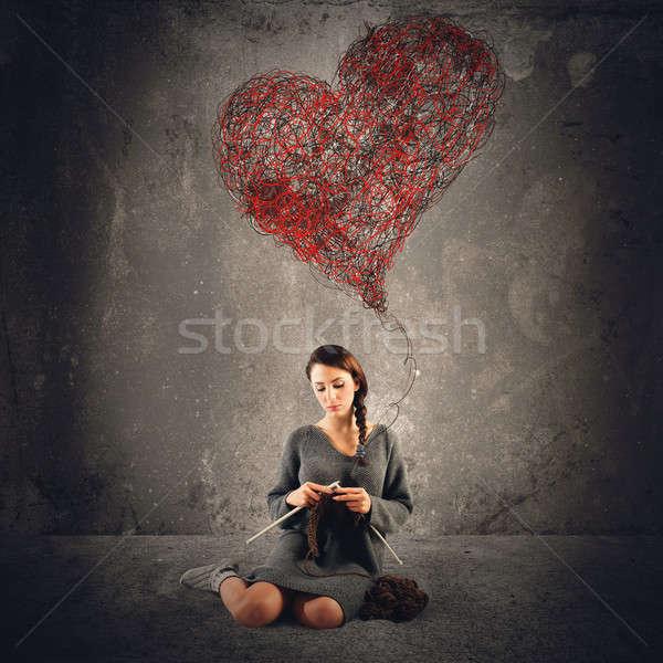 Coser amor mujer croché grande corazón Foto stock © alphaspirit