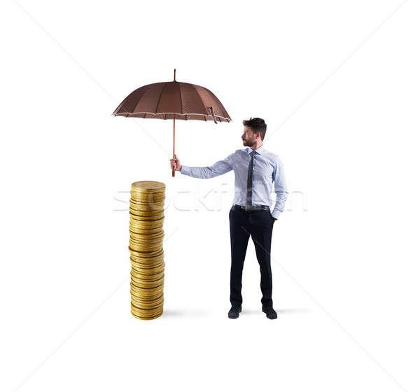Zakenman geld spaargeld paraplu verzekering bescherming Stockfoto © alphaspirit