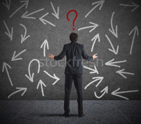 Difícil opciones empresario confundirse mirando pared Foto stock © alphaspirit