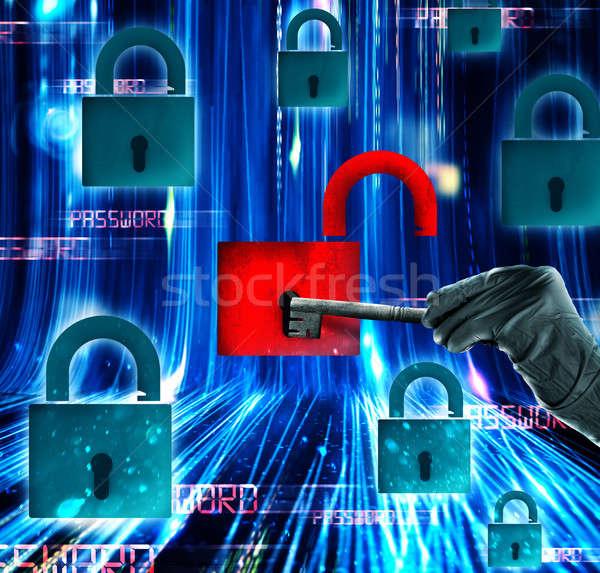 Attaquer ouvrir cadenas clé sécurité Photo stock © alphaspirit