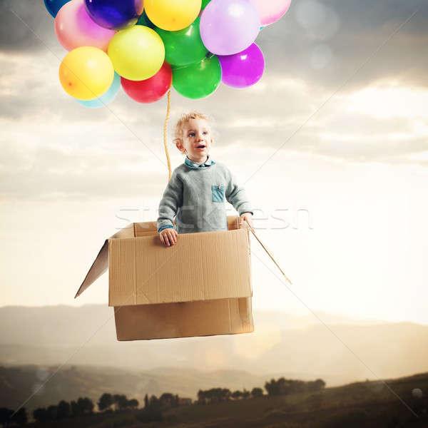 Ontdekken wereld verwonderd baby jongen luchtballon Stockfoto © alphaspirit