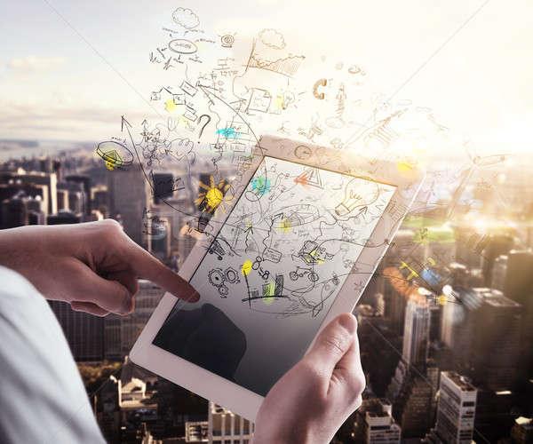 Wereld man tablet stadsgezicht internet werk Stockfoto © alphaspirit