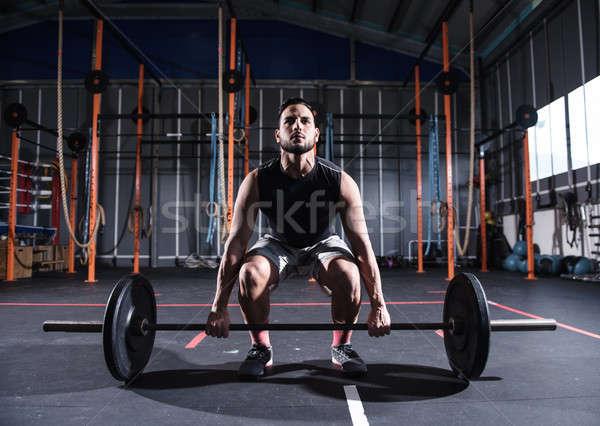 Athlétique homme sur gymnase barbell déterminé Photo stock © alphaspirit