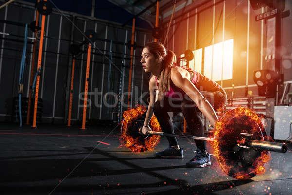 Nina fuera gimnasio ardiente barra con pesas Foto stock © alphaspirit