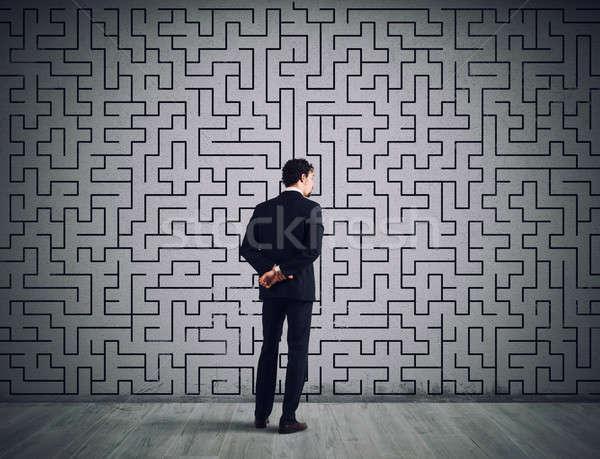 üzletember megoldás labirintus problémamegoldás összetett férfi Stock fotó © alphaspirit