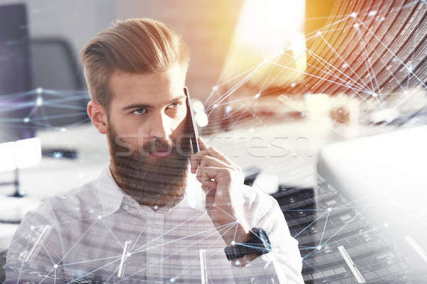 Biznesmen mówić telefonu biuro Internetu sieci Zdjęcia stock © alphaspirit