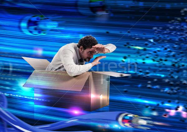 Velocidad web conexión hombre caja de cartón cables Foto stock © alphaspirit