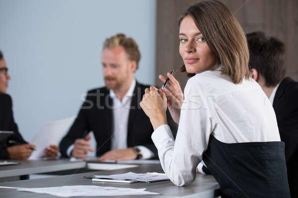 Echipă oameni de afaceri muncă împreună birou munca în echipă Imagine de stoc © alphaspirit