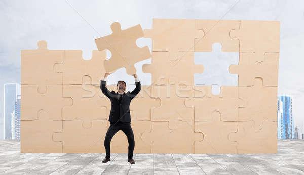 Biznesmen kawałek puzzle budować działalności budynku Zdjęcia stock © alphaspirit