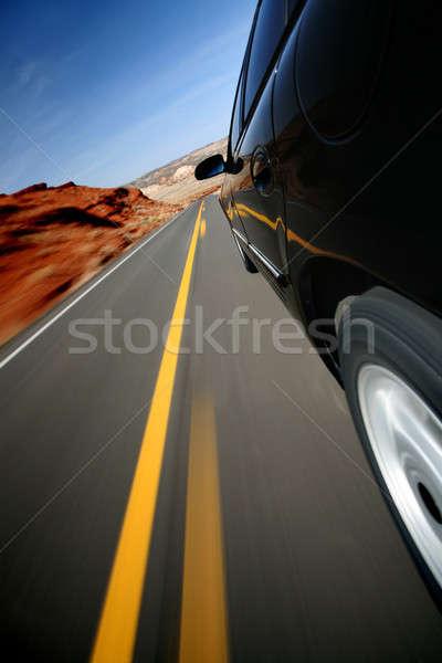 Stockfoto: Auto · rijden · landelijk · weg · beneden · Wyoming