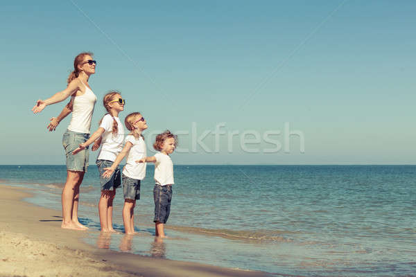 матери детей играет пляж дружественный семьи Сток-фото © altanaka