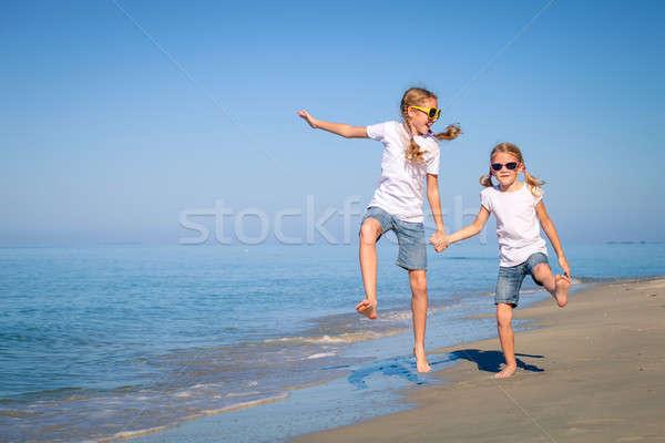 2 姉妹 演奏 ビーチ 日 時間 ストックフォト © altanaka