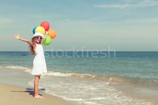 подростка девушка Постоянный пляж шаров день время Сток-фото © altanaka