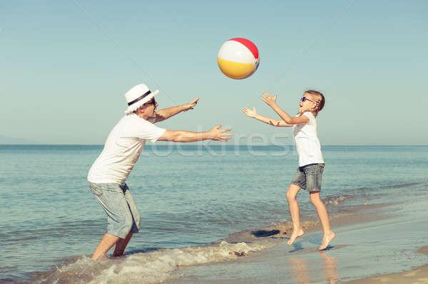 отец дочь играет пляж мяча день Сток-фото © altanaka