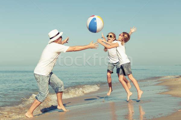 ストックフォト: 父 · 演奏 · ビーチ · 日 · 時間 · 優しい